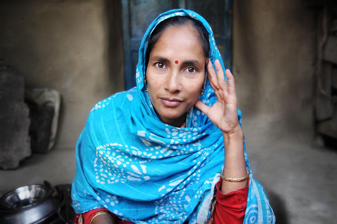 Senhora de Bangladesh com roupa típica local.